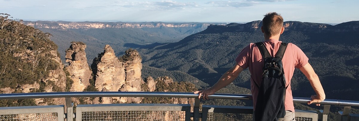 What is the difference between the Blue Mountains regular and deluxe tours?