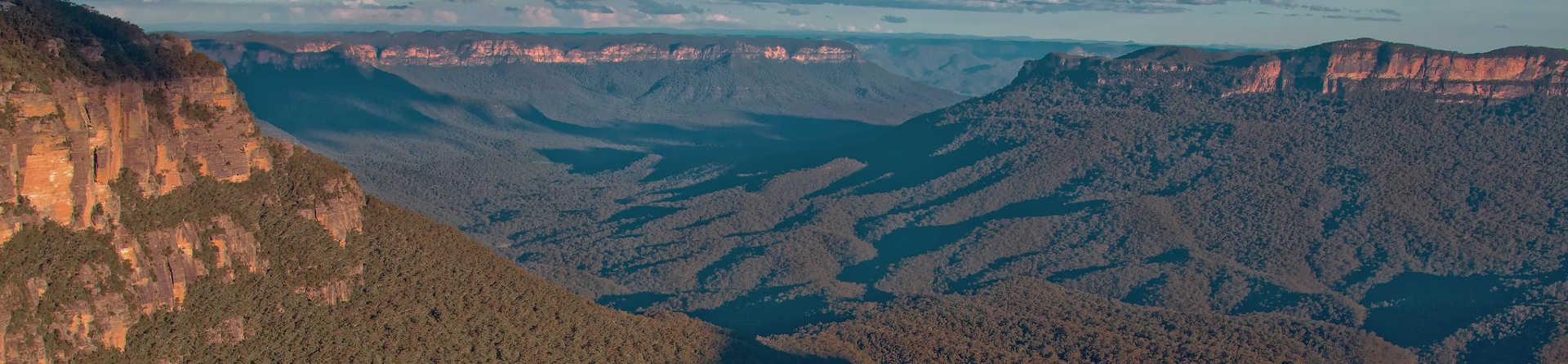 What is the best time to visit the Blue Mountains?